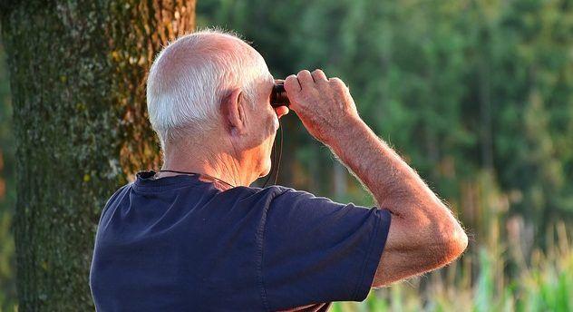 """alt=""""cell phones for seniors"""""""